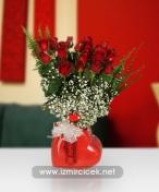 Kalp Vazoda 21 Kırmızı Güller