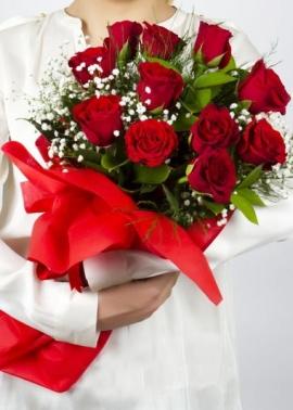 11 Kırmızı Gül İle Çiçek Buketi