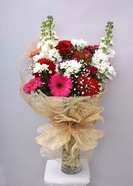 Kırmızı Beyaz Çiçek Buketi