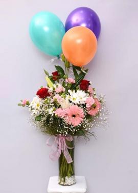 Uçan Balonlu Renkli Çiçek Aranjmanı