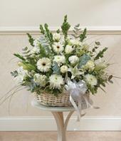 Beyaz Çiçeklerden Çiçek Aranjmanı