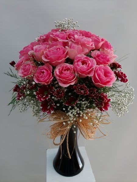 Siyah Vazoda 30 Pembe güller