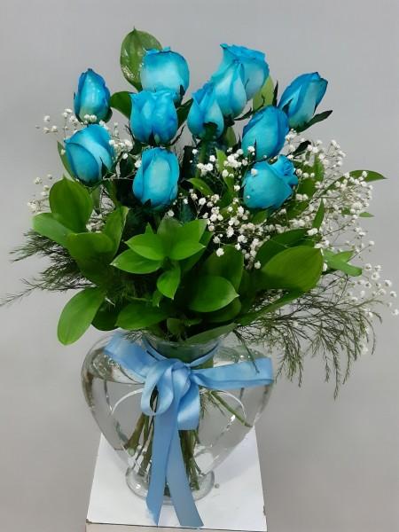Mavi Güller Kalp Vazoda 11 Adet