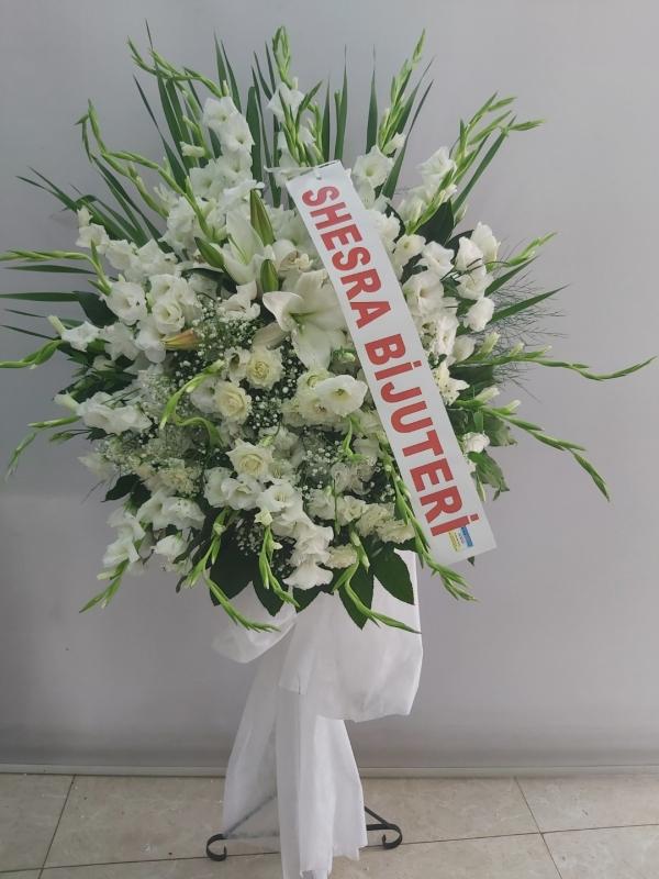 Beyaz Ferforje Çiçek Aranjmanı