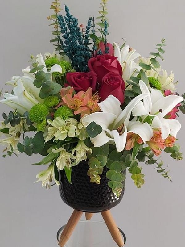 Ayaklı Vazoda Özel Çiçek Aranjmanı