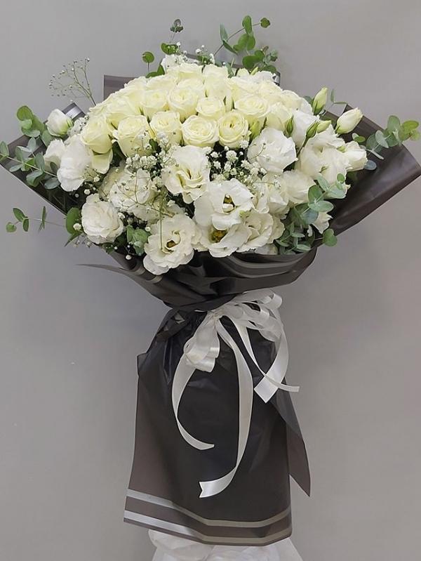 Beyaz Gül Lisyantus Çiçek Buketi