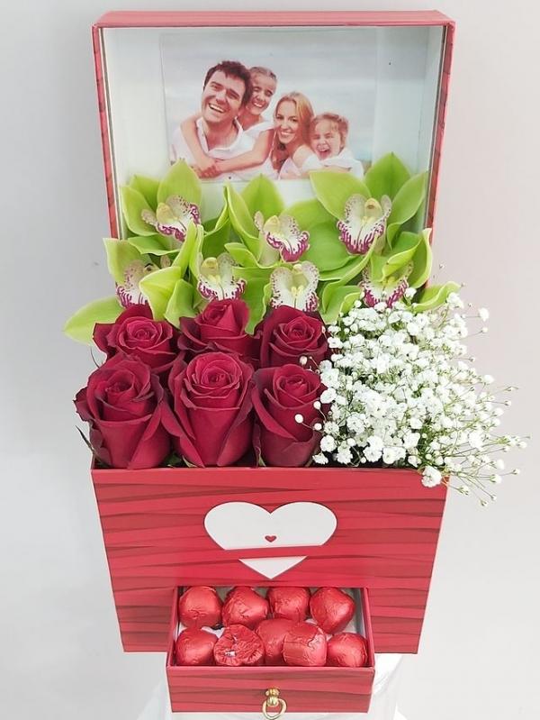 Kutuda Fotoğraflı Sevgi Aranjmanı