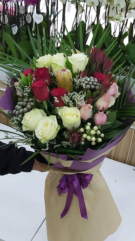 İthal 15 Gül Çiçek Buketi