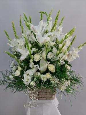 Beyaz Çiçek Sepeti Aranjmanı İzmir