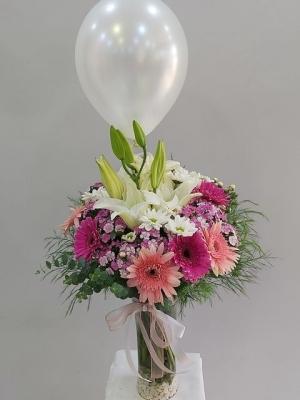 Uçan Balon Vazoda Çiçek Tasarımı