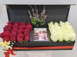 Romantik Kutuda Kırmızı Beyaz Güller